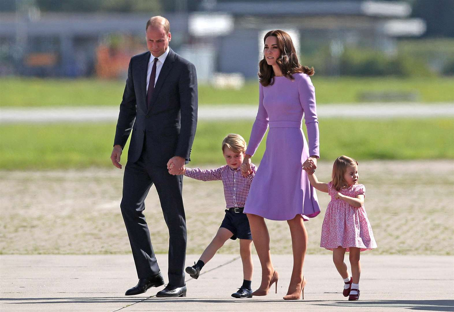 As George and Charlotte meet their brother: How to introduce your baby to your other children