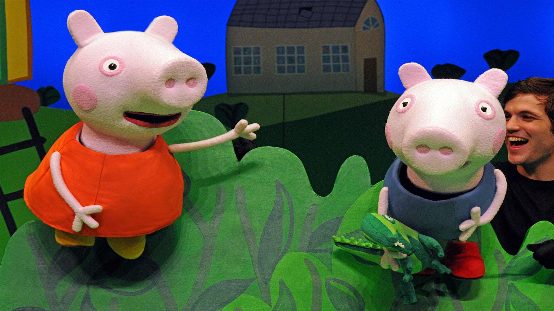 Peppa Pig and George in Peppa Pig's Big Splash