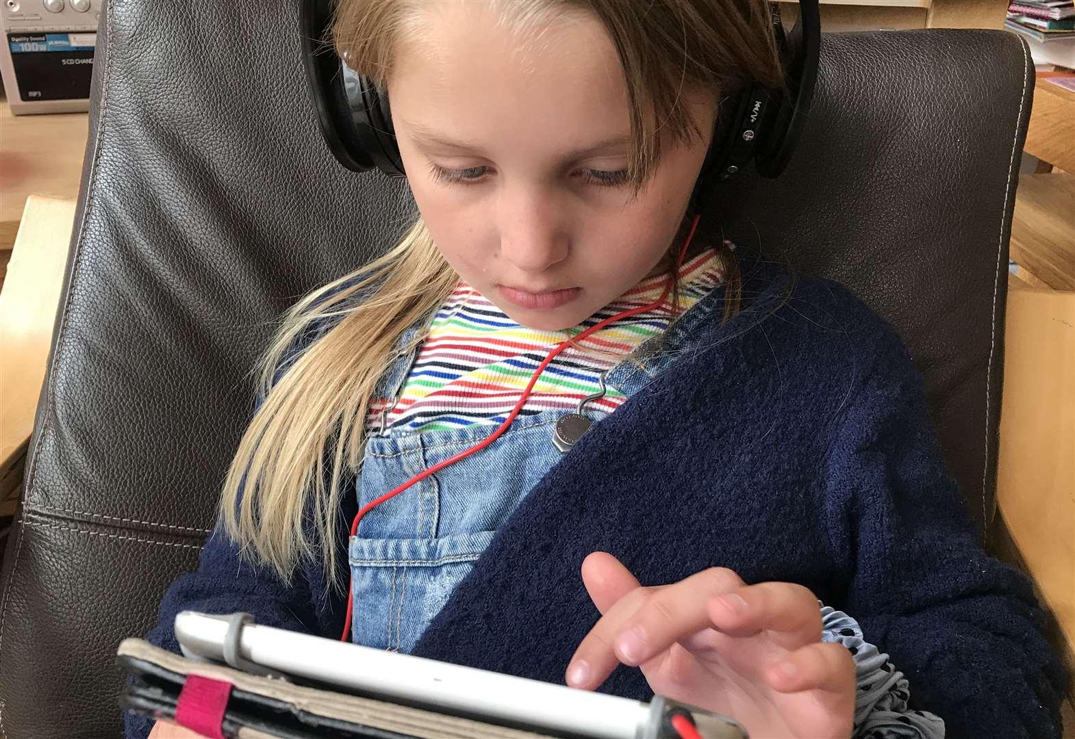 coronavirus kent  screen time with children whilst social